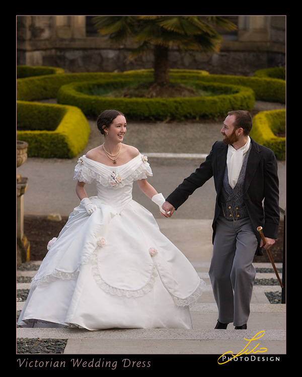 traditional victorian style bride and groom